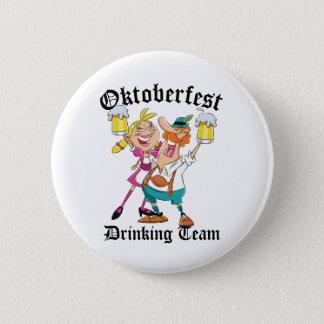 Oktoberfest som dricker laget standard knapp rund 5.7 cm