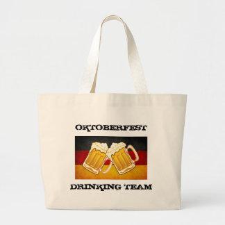Oktoberfestölparty - tysklant dricka lag jumbo tygkasse