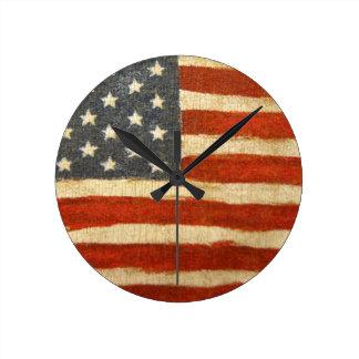 Old gloryamerikanska flaggan rund klocka