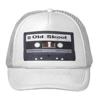 Old schoolkassetten tejpar hatten keps