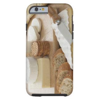 Olikt ostar och bröd på bord tough iPhone 6 fodral