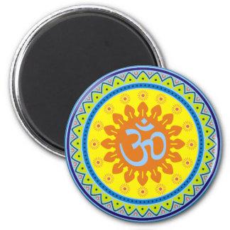 Om med traditionell indisk stil Mandana Magnet Rund 5.7 Cm