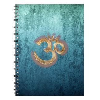 OM slösar mässingsguld- damastast Asien Yoga Anteckningsbok Med Spiral