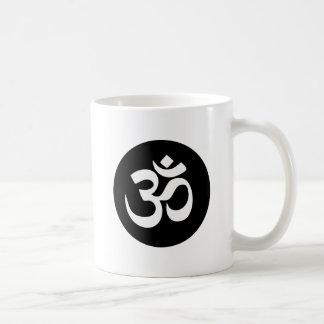 Om-symbolet cirklar kaffemuggen vit mugg