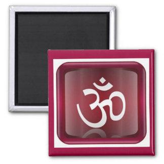 Om-symbolmagnet på Rubynågot liknandebakgrund