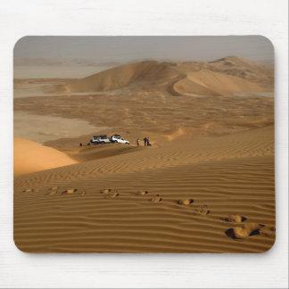 Oman RubAlKhali öken som kör på dynerna Musmatta