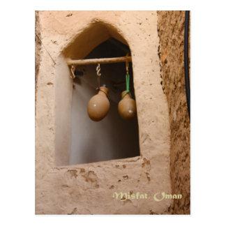 Oman - vattenflaskor i fönstret vykort