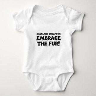 Omfamning för Shetland Sheepdog/Sheltie hundpälsen T Shirts