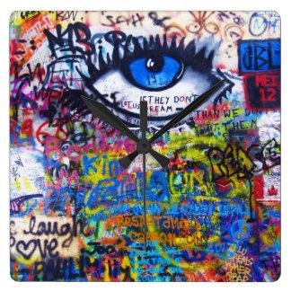 Ont öga för blåttgrafitti fyrkantig klocka