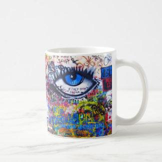 Ont öga för blåttgrafitti kaffemugg
