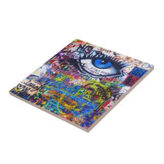 Ont öga för blåttgrafitti kakelplatta