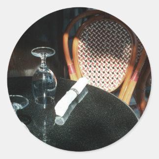 Öppna bord för middag runt klistermärke