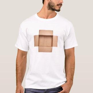 Öppnad wellpapp boxas tshirts