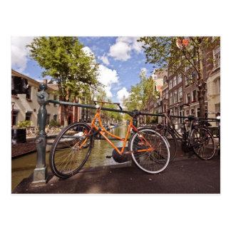 Orange cykel i Amsterdam Nederländerna Vykort