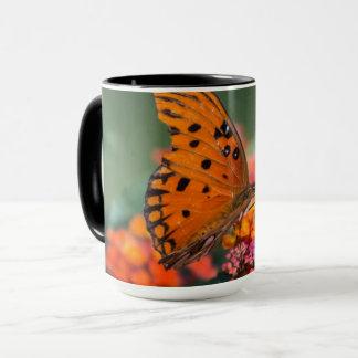 Orange fjäril mugg