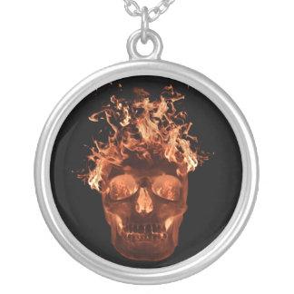 Orange flammande skallehalsband silverpläterat halsband