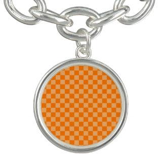 Orange kombinationsschackbräde vid ShirleyTaylor Berlockarmband