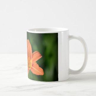 Orange lilja kaffemugg