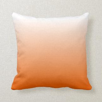 Orange lutning kudde