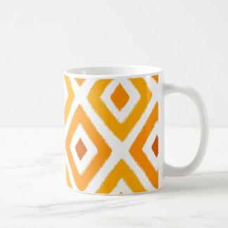 Orange mönster för solnedgångIkat diamant Vit Mugg