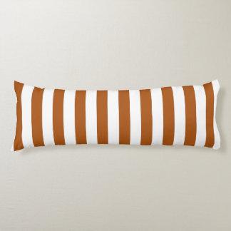 Orange- och vitrandar kroppskudde