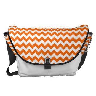 Orange- och vitsparreZigzap mönster Messenger Bag