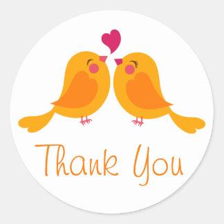 Orange tackLovebirds som gifta sig Rund Klistermärke