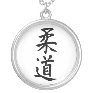 Ordjudoen i japansk bokstäver för Kanji Halsband Med Rund Hängsmycke