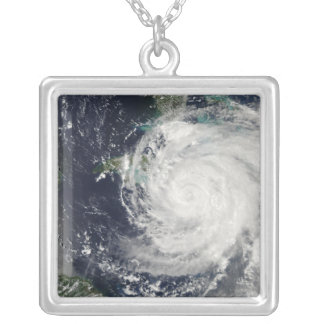 Orkan Ike över Kuba, Jamaica och Bahamen Silverpläterat Halsband