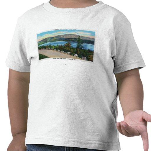 Örn sjön beskådar från den Cadillac Mt vägen T-shirts