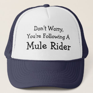 Oroa inte, I-förmiddagen en Muleryttare Truckerkeps