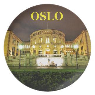 Oslo norge på natten tallrik