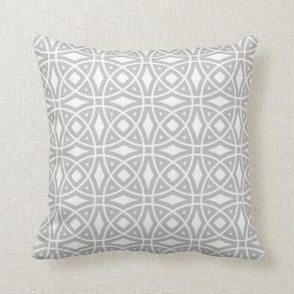 Östligt geometriskt mönster i grått och vit kudde