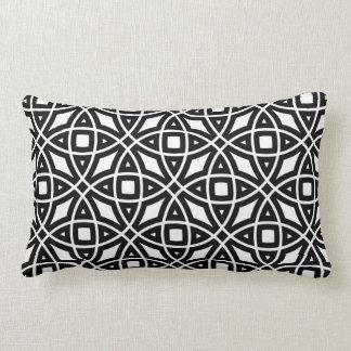 Östligt geometriskt mönster i svartvitt lumbarkudde