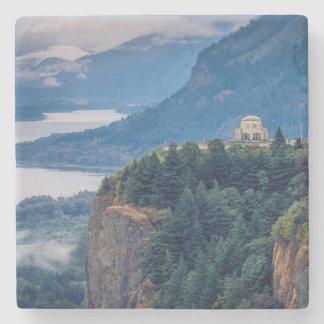 Ottan beskådar av utsikthus på kronan pekar stenglasunderlägg