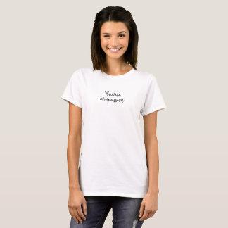Öva medkänsla t-shirts