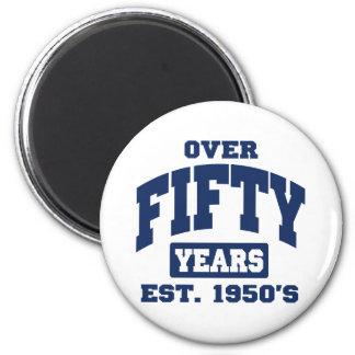 Över den 50th födelsedagen magnet rund 5.7 cm