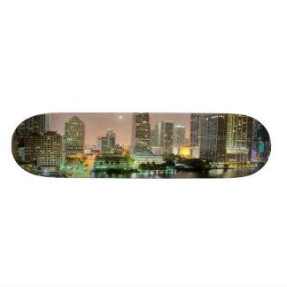 Överbrygga blytak över waterwayen till i stadens c mini skateboard bräda 18,7 cm