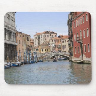 Överbrygga över en kanal, den storslagna kanalen, musmatta