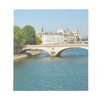 Överbrygga över floden Seine i Paris, frankrike Anteckningsblock