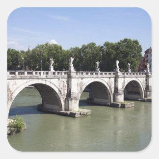 Överbrygga över floden Tiber, Rome (italien). Den Fyrkantigt Klistermärke