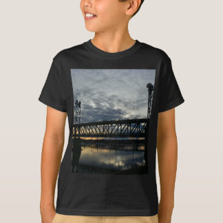 Överbrygga Tee Shirts