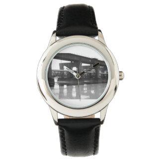 Överbrygga till ingenstans klockan armbandsur