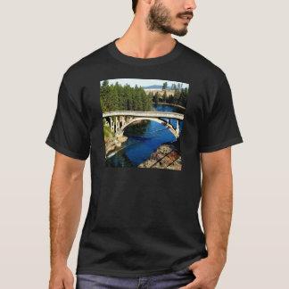 Överbryggar den alaskabo floden för vatten t-shirt