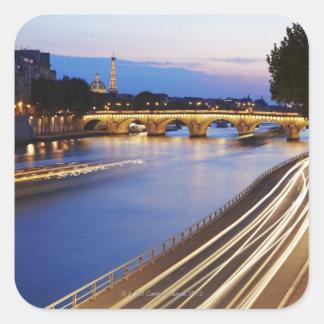 """""""Överbryggar Pont Louis Philippe"""" och Eiffel Fyrkantigt Klistermärke"""