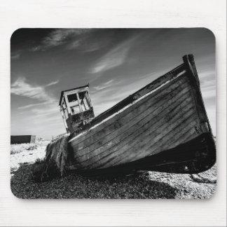 Övergett fartyg på den Dungeness stranden Musmatta