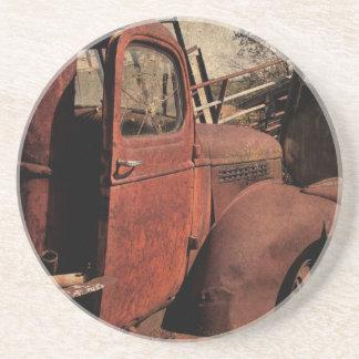 Övergiven lastbil underlägg sandsten