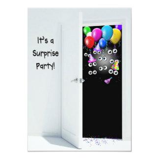 Överrrakningfödelsedagsfest bak dörr 11,4 x 15,9 cm inbjudningskort