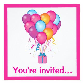Överrrakningfödelsedagsfest med gåva och ballonger fyrkantigt 13,3 cm inbjudningskort