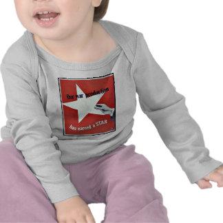 På krig har produktionen tjänat en stjärna tee shirts